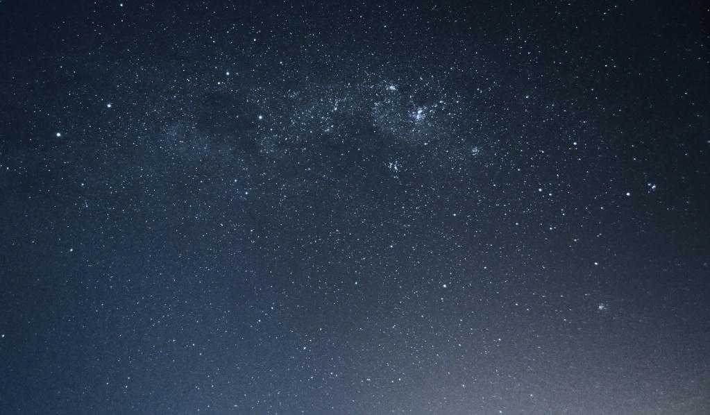 Centaurus (Alpha e Beta), Crux (Cruzeiro-do-Sul), Saco de Carvão (a região mais escura da foto, do lado esquerdo do Cruzeiro e quase do tamanho deste),  Carinae nebula (a região mais brilhante da foto)