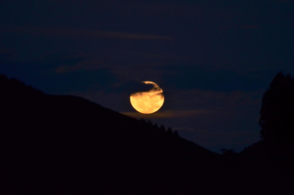 12-mai-2014, nascer da Lua, 95,5% iluminada.